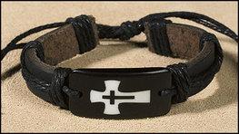 Armband leer kruis in kruis