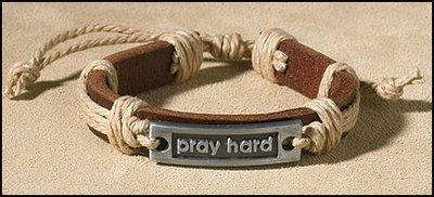 Armband Leer Pray Hard